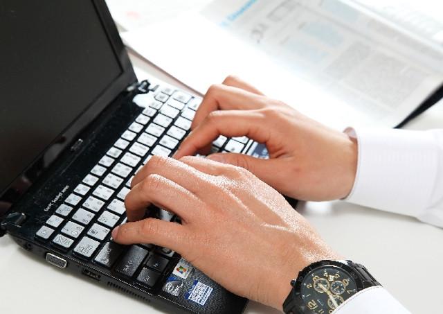 求人情報サイトなどを利用して求人情報の収集をする